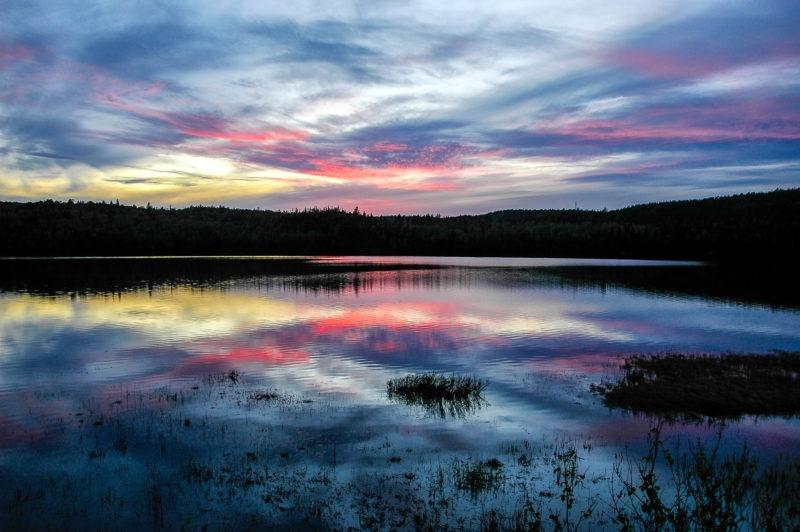 Soleil couchant sur lac canada