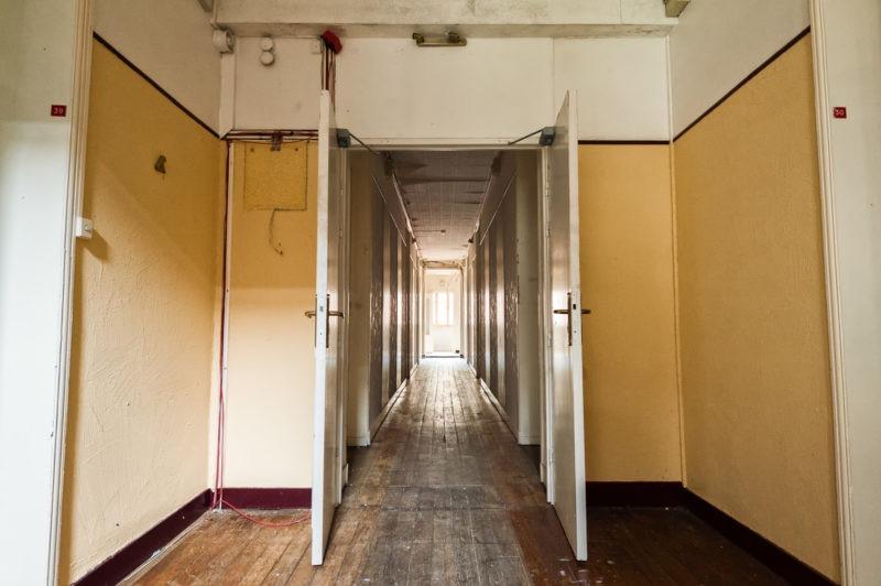 urbex - Couloirs jaune