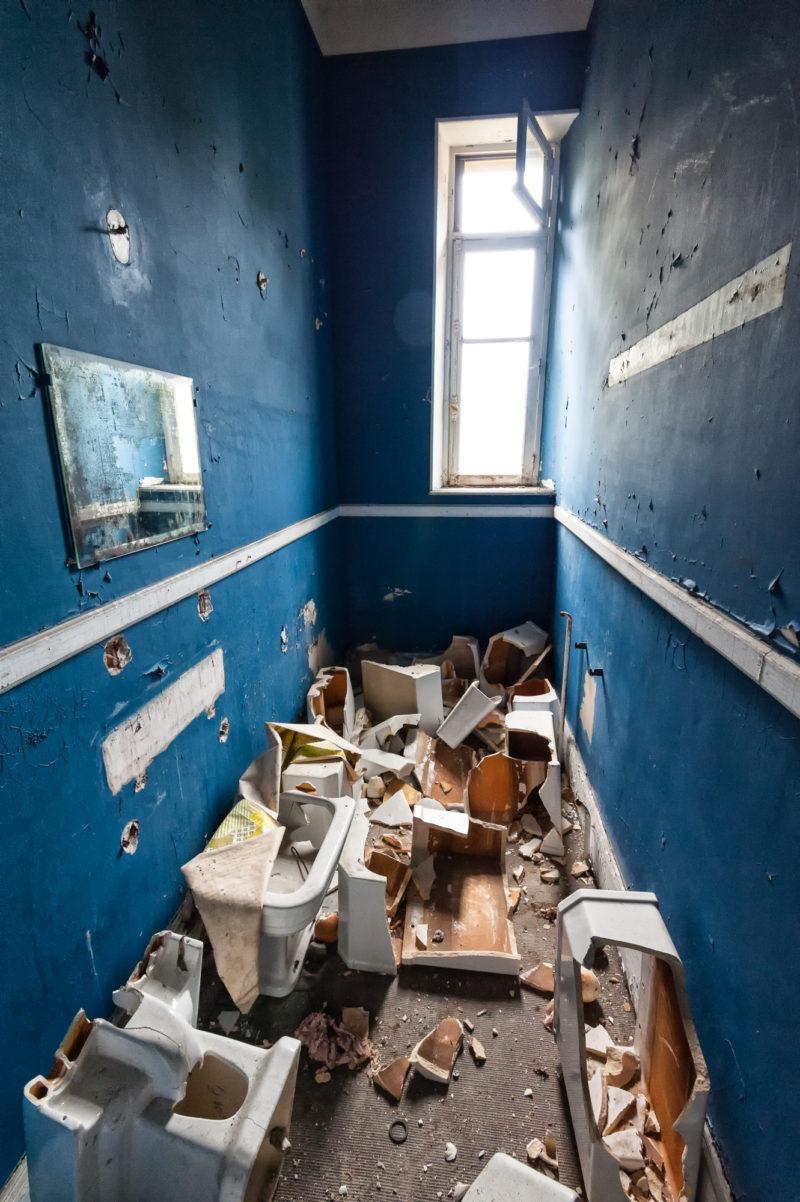 urbex - Toilettes débarras