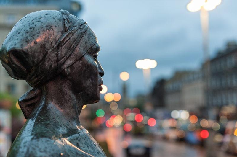 Statue mère Edimbourg
